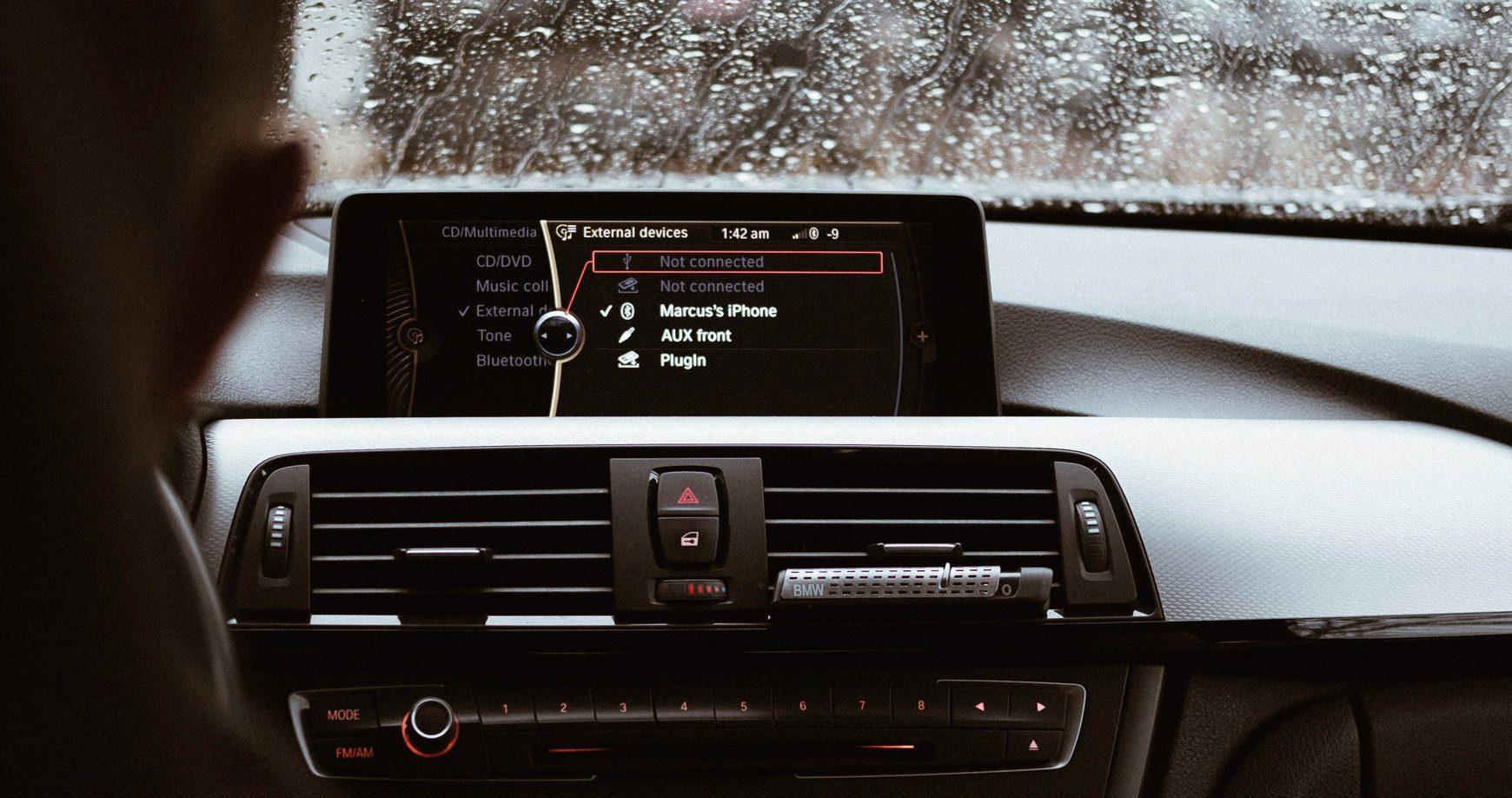 Z vozidiel Volkswagen a Ford unikajú dáta, technici zistili názov a heslo od Wi-Fi výrobnej linky