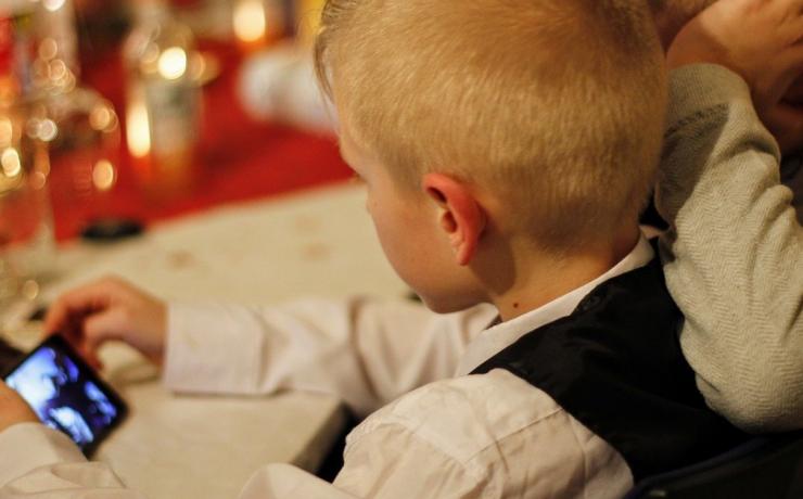Stalkerwarové aplikácie ponúkajú rodičom neetické nástroje na sledovanie detí